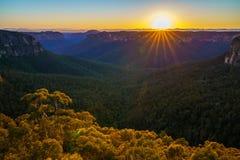 Zonsopgang bij het vooruitzicht van de govettssprong, blauwe bergen, Australië 53 royalty-vrije stock foto
