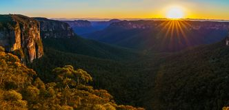 Zonsopgang bij het vooruitzicht van de govettssprong, blauwe bergen, Australië 57 royalty-vrije stock foto's