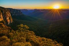 Zonsopgang bij het vooruitzicht van de govettssprong, blauwe bergen, Australië 55 stock afbeelding