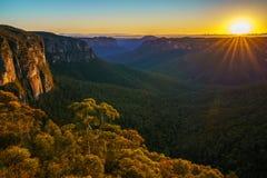 Zonsopgang bij het vooruitzicht van de govettssprong, blauwe bergen, Australië 58 royalty-vrije stock foto's