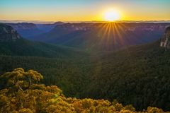 Zonsopgang bij het vooruitzicht van de govettssprong, blauwe bergen, Australië 61 stock afbeelding