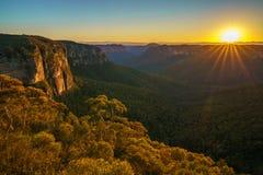 Zonsopgang bij het vooruitzicht van de govettssprong, blauwe bergen, Australië 64 stock afbeeldingen