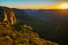 Zonsopgang bij het vooruitzicht van de govettssprong, blauwe bergen, Australië 65 royalty-vrije stock foto