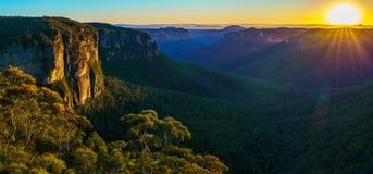 Zonsopgang bij het vooruitzicht van de govettssprong, blauwe bergen, Australië 74 royalty-vrije stock afbeeldingen