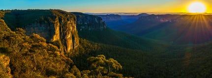 Zonsopgang bij het vooruitzicht van de govettssprong, blauwe bergen, Australië 76 stock foto