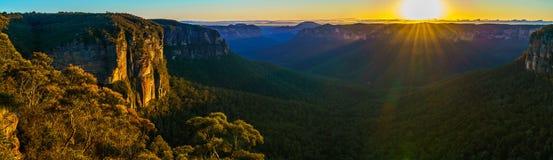 Zonsopgang bij het vooruitzicht van de govettssprong, blauwe bergen, Australië 77 stock fotografie