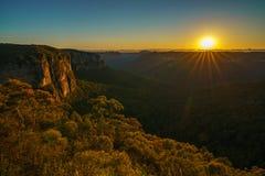 Zonsopgang bij het vooruitzicht van de govettssprong, blauwe bergen, Australië 78 royalty-vrije stock fotografie