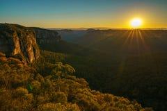 Zonsopgang bij het vooruitzicht van de govettssprong, blauwe bergen, Australië 79 stock foto