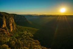 Zonsopgang bij het vooruitzicht van de govettssprong, blauwe bergen, Australië 85 stock foto