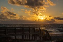 Zonsopgang bij Litchfield-Strand, Zuid-Carolina royalty-vrije stock afbeelding
