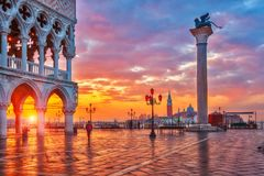 Zonsopgang bij San Marco in Venetië stock foto