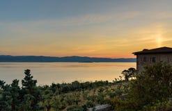 Zonsopgang bij Trasimeno-meer, Italië royalty-vrije stock foto