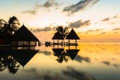 Zonsopgang bij Vier Seizoenentoevlucht de Maldiven in Kuda Huraa Stock Afbeelding
