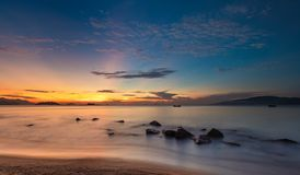 Zonsopgang Blauwe Hemel Oceaannha Trang Vietnam Stock Foto