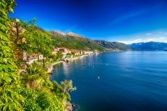Zonsopgang in Cannero-rivieradorp, lage Maggiore, Verbania, Piemonte, Italië Royalty-vrije Stock Foto's