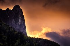 Zonsopgang in de Alpen, Italië royalty-vrije stock afbeeldingen