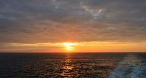 Zonsopgang in de Atlantische Oceaan stock afbeelding
