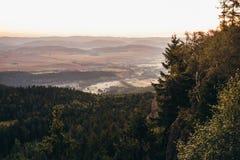 Zonsopgang in de bergen royalty-vrije stock afbeelding