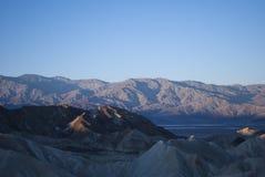 Zonsopgang in de bergen van Zabriskie-Punt, CA Stock Foto's