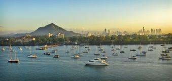 Zonsopgang, de Haven van de Kleine boot van de Stad van Panama, Panama Stock Afbeeldingen