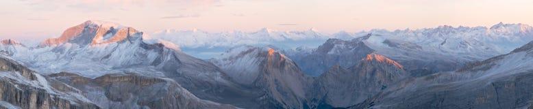 Zonsopgang in Dolomiet Stock Foto's
