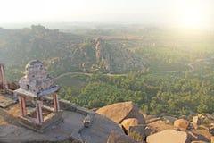 Zonsopgang in Hampi op Matanga-heuvel Mening van hierboven, van de hemel, stock fotografie