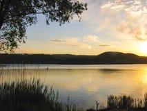 Zonsopgang in het meer Stock Foto's