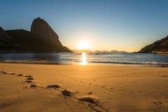 Zonsopgang in het strand royalty-vrije stock afbeelding