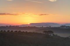 Zonsopgang in het Toscaanse platteland Stock Afbeelding