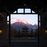 Zonsopgang in Jade Dragon Mountain Stock Foto