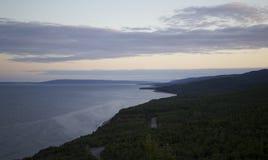 Zonsopgang langs kust stock foto's