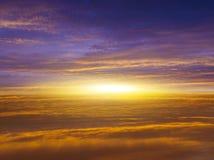 Zonsopgang Licht van hemel De achtergrond van de godsdienst Jesus in de hemel stock foto
