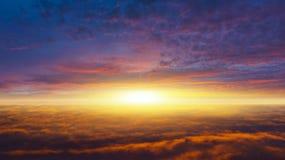 Zonsopgang Licht van hemel De achtergrond van de godsdienst Jesus in de hemel royalty-vrije stock afbeeldingen