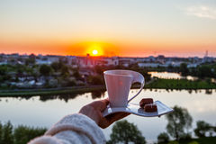 Zonsopgang met een kop van koffie Stock Foto's