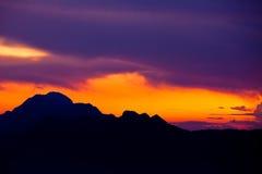 Zonsopgang met mooie hemel stock fotografie