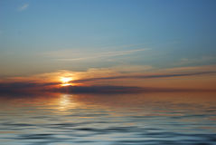 Zonsopgang in oceaan Stock Foto's