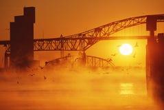 Zonsopgang op brug Stock Afbeelding