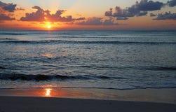Zonsopgang op Caraïbische Zee Stock Afbeeldingen