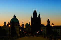 Zonsopgang op Charles-brug in Praag Royalty-vrije Stock Foto