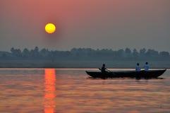 Zonsopgang op de Ganges, Varanasi Stock Foto's