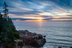 Zonsopgang op de kust van Maine stock foto's