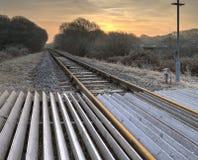 Zonsopgang op de spoorwegspoor van de stoomtrein Stock Foto