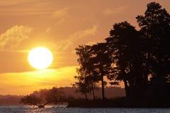 Zonsopgang op een Zweeds meer royalty-vrije stock afbeelding