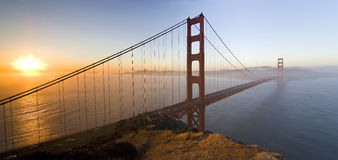 Zonsopgang op Gouden poortbrug Stock Foto