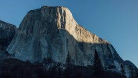 Zonsopgang op Gr Capitan in Yosemite stock video