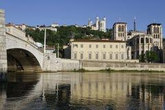 Zonsopgang op heilige-Jean en Bonaparte-brug Stock Afbeeldingen