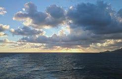Zonsopgang op het Sardische overzees Stock Foto