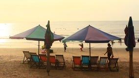 Zonsopgang op het strand stock footage