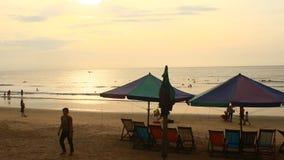 Zonsopgang op het strand stock videobeelden