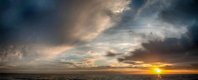 Zonsopgang op het strand stock foto's